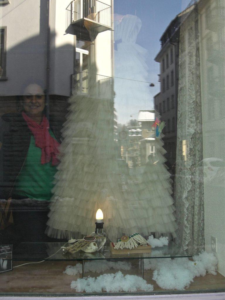 """Kleider von Mirela Panache im """"Gastfenster"""""""